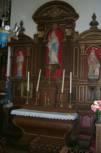 Ensemble de l'autel secondaire sud: autel, 2 gradins, tabernacle, retable, degré