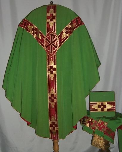 Ornement vert 4: chasuble, étole, manipule, voile de calice, bourse de corporal