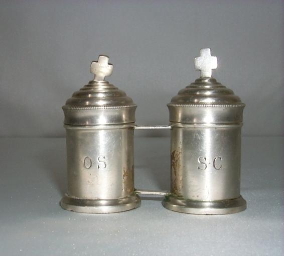 Ampoule aux saintes huiles; ampoule à saint chrême