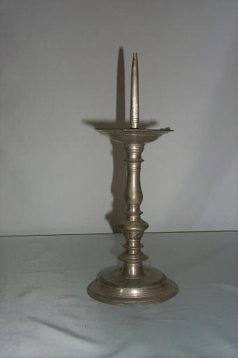 Paire de chandeliers d'acolyte