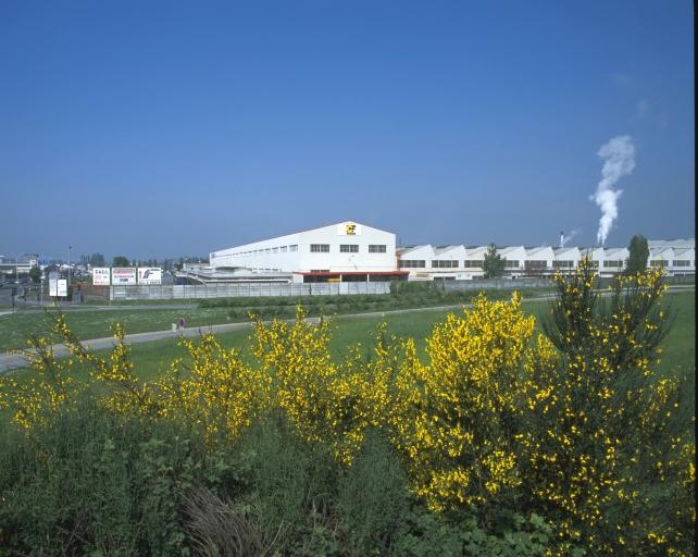 Usine de roulements et de pièces détachées en matière plastique Citroën, puis PSA Peugeot Citroën, actuellement Gomma CF, la Barre-Thomas (Rennes)