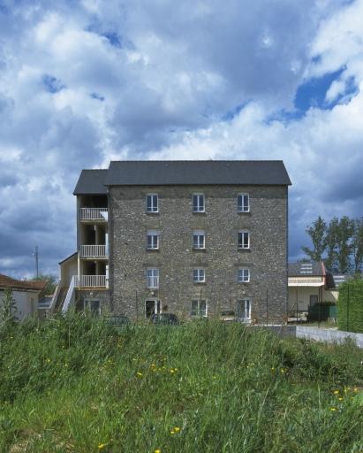 Minoterie, actuellement immeuble à logements, rue de Rennes (Saint-Aubin-du-Cormier)