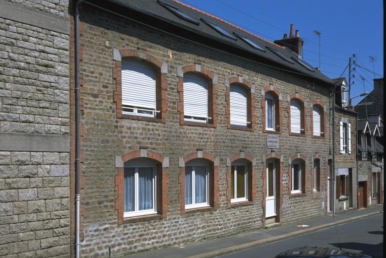 Usine de chaussures Deschartres, puis Lefrançois-Niobey, actuellement immeuble à logements, 3 rue Duguesclin (Fougères)