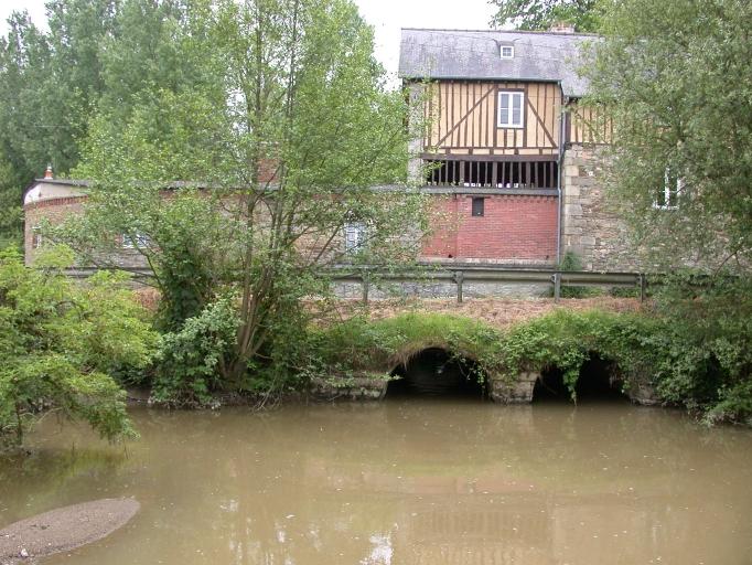Moulin à blé de Caulnes, puis moulin à blé et à tan de Saint Pern Couëllan, puis Barbé, puis tannerie-mégisserie Roupp, actuellement maison, Moulin de Caulnes (Caulnes)