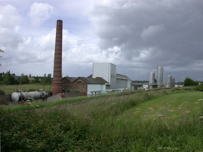Distillerie de Plancoët, puis laiterie industrielle de la Coopérative Laitière de la Côte d'Emeraude, actuellement laiterie et fromagerie industrielles de la Coopérative laitière de Ploudaniel, route de Dinard (Plancoët)