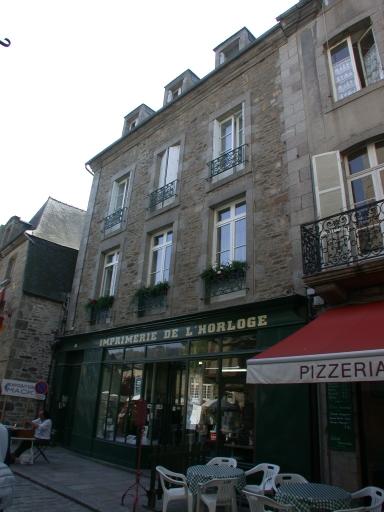 Imprimerie Bazouge, puis Le Junter, puis Thébault, puis Messager, actuellement SARL dite imprimerie de l'Horloge, 7 rue de l' Horloge (Dinan)