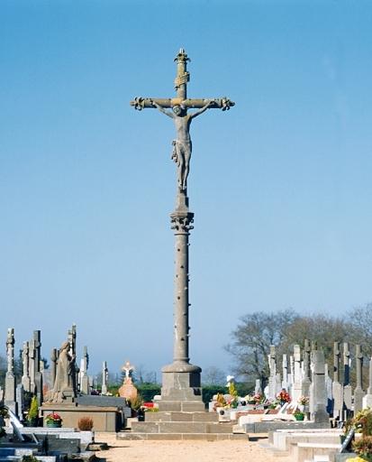 Croix de cimetière, rue de Quimperlé (Clohars-Carnoët)