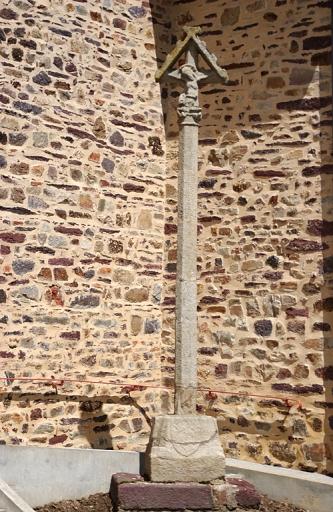 Croix de cimetière, bourg (Bréal-sous-Montfort) ; Les églises, chapelles et croix monumentales sur la commune de Bréal-sous-Montfort