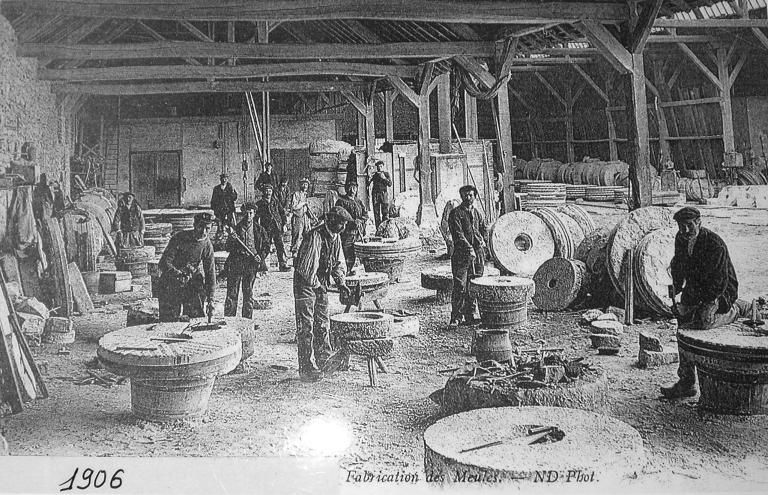 Présentation de la commune du Hinglé ; Carrière de granite et usine de taille de matériaux de construction de la Pyrie (Le Hinglé)