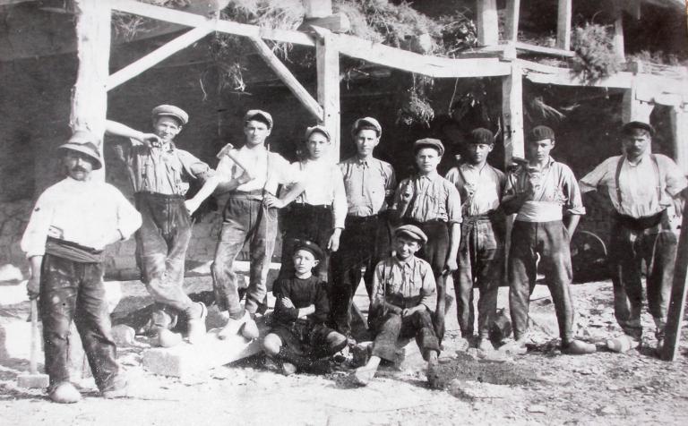 Carrière de granite Maillard, puis carrière et usine de taille de matériaux de construction Blanchard, impasse du Fenot (Le Hinglé)