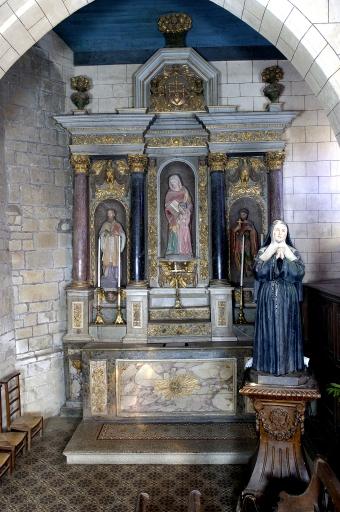 Ensemble de l'autel de la Vierge (autrefois autel de Notre-Dame du Rosaire): autel, 2 gradins d'autel, degré d'autel