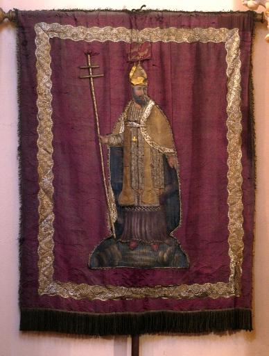 Bannière de procession paroissiale: Saint Martin, Christ en croix, église paroissiale Saint-Martin (Cesson-Sévigné)
