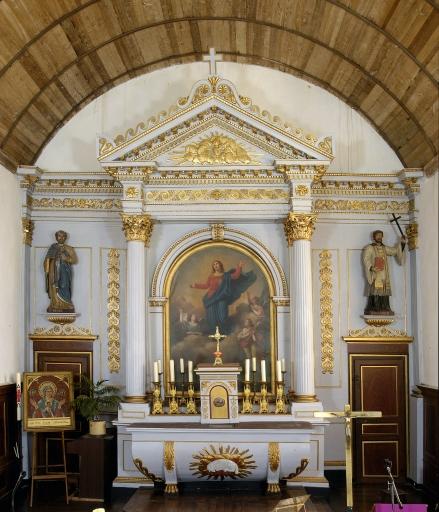 Le maître-autel: tabernacle, degrés d'autel et gradins