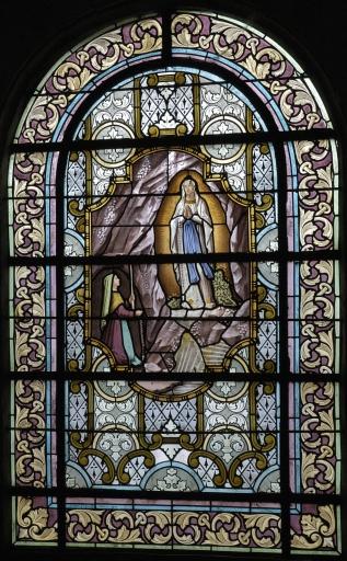 Ensemble de 6 verrières à personnages des baies 3, 4, 7, 8, 11, 12: Notre-Dame de Lourdes, Sacré coeur; Ange gardien, Saint Louis, Saint Isidore, Saint Julien