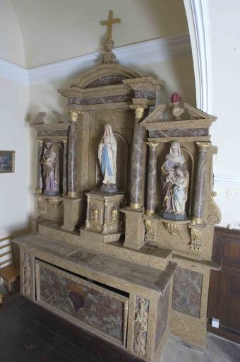 Ensemble de l'autel du Sacré Coeur: autel, tabernacle, 2 gradins d'autel, retable, degré d'autel