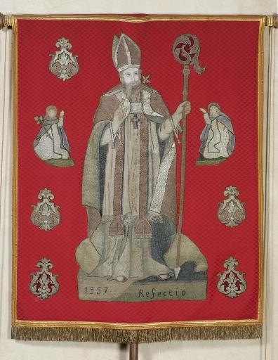 Bannière de procession paroissiale: Saint Sulpice, Christ en croix avec Marie-Madeleine
