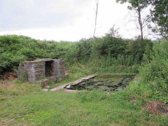 Fontaine de dévotion, près de Codenet (La Chapelle-Caro fusionnée en Val d'Oust en 2016)