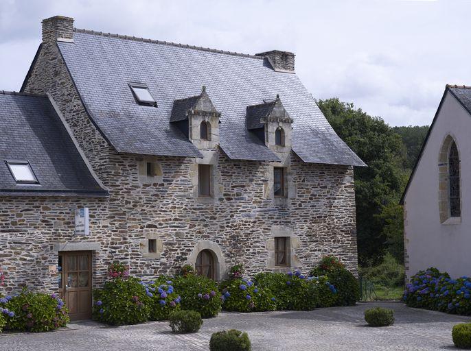 Maison, au village (Saint-Laurent-sur-Oust) ; Les maisons et les fermes sur la commune de Saint-Laurent-sur-Oust