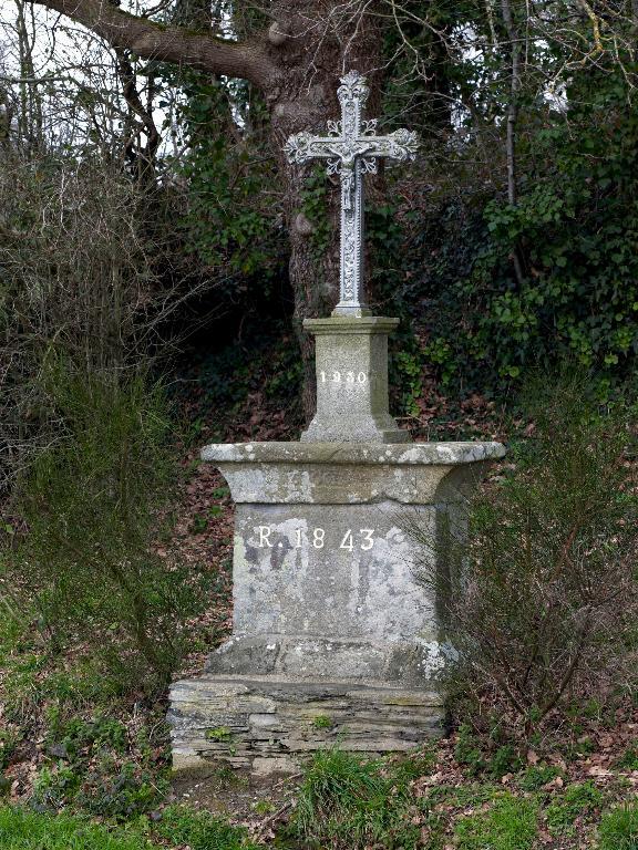 Les croix monumentales de la commune de Pluherlin