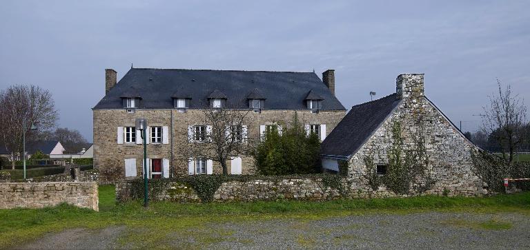 Presbytère, le Bourg, rue des Taillis (Pluherlin)