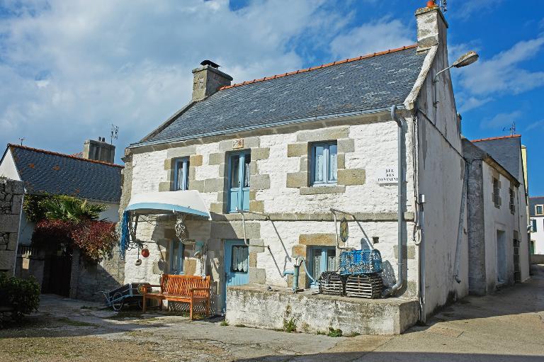 L'habitat de l'île de Sein : village, maisons et logements (île-de-Sein) ; Rue des Fontaines, rue Guerveur, rue du Lenn (île-de-Sein)