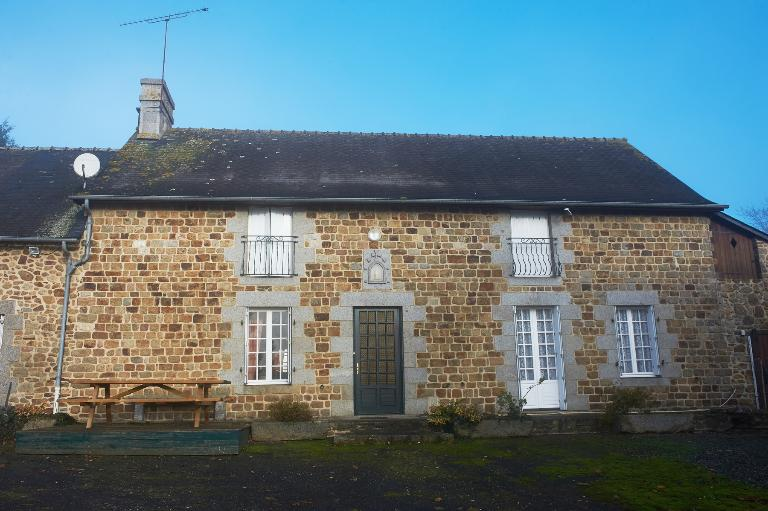 Les maisons et fermes de Dompierre-du-Chemin (fusionnée en Luitré-Dompierre en 2019)