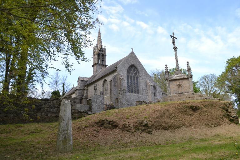 Chapelle Saint-Laurent ou Notre-Dame-de-Bonne-Nouvelle, Lannourec (Goulien) ; Stèle protohistorique, Lannourec (Goulien)