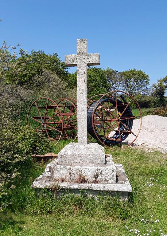 Croix monumentales (2) dites de Quillivic (Cléden-Cap-Sizun) ; Les croix monumentales (Cléden-Cap-Sizun)