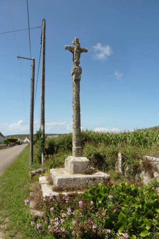 """Croix de chemin dite """"de Kermalero"""" (Primelin) ; Les croix monumentales (Primelin)"""