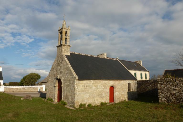 Chapelle Saint-Yves (Plogoff) ; Les églises et chapelles (Plogoff)
