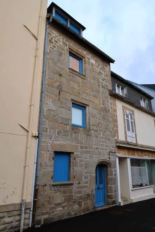 Maison, 10 rue Guezno (Audierne) ; Rue Guezno, anciennement rue Costé-Cléden (Audierne)