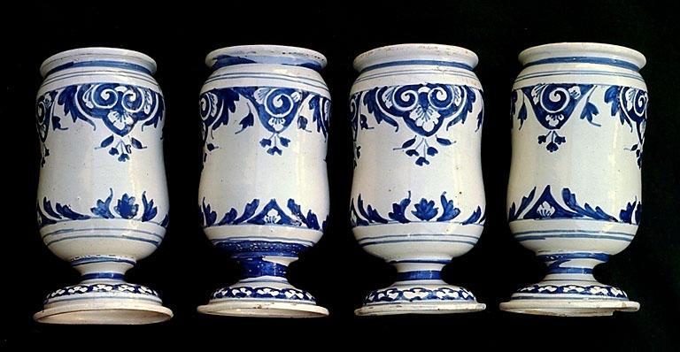 4 pots à pharmacie (albarelli)