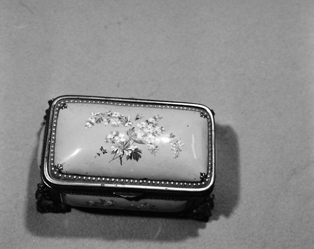 étui (écrin, boîte à bijoux)