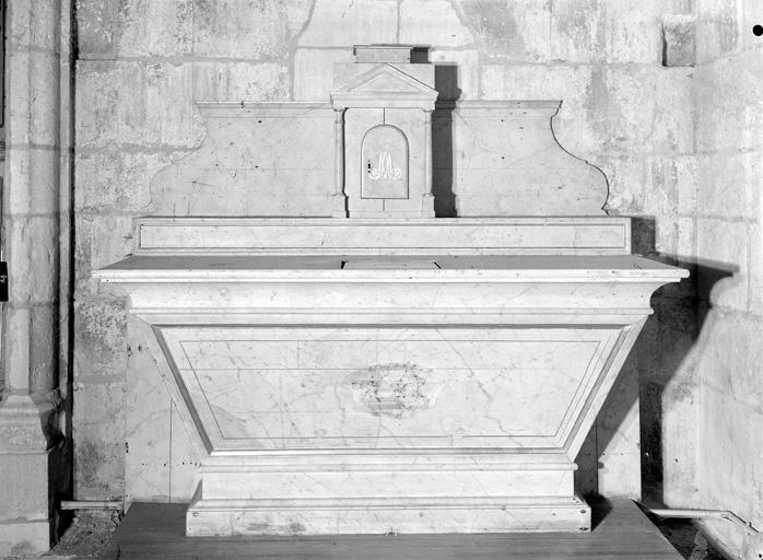 Autel, tabernacle (autel tombeau, tabernacle à ailes)