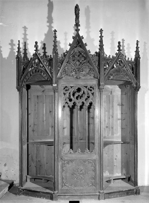 2 confessionnaux (paire), style néo-gothique