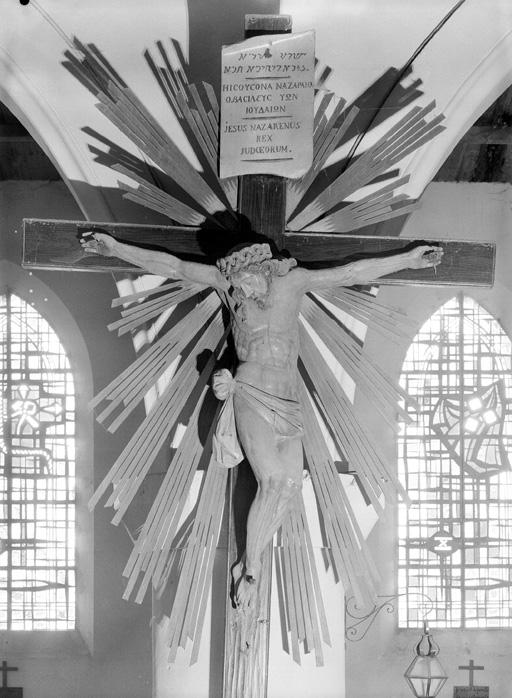 statue : Christ en Croix (n°2)