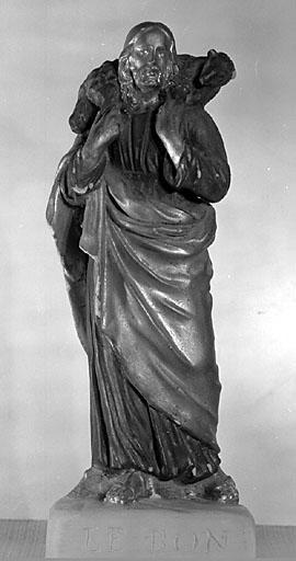 6 statuettes