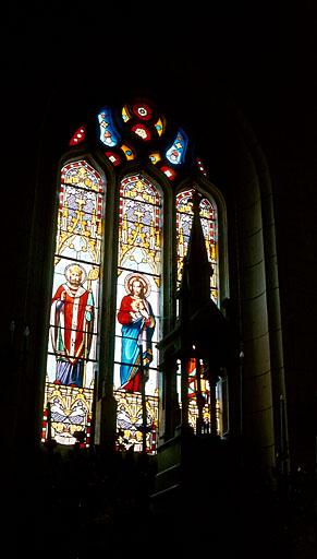 Verrière à personnages (maîtresse-vitre) : saint Vivien, Sacré-Coeur, saint Joseph