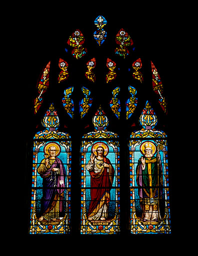 Verrière à personnages (maîtresse-vitre) : Sacré-Coeur, saint Pierre, saint Ausone