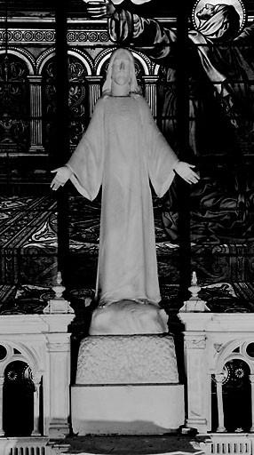 Statue (grandeur nature) : Sacré-Coeur.