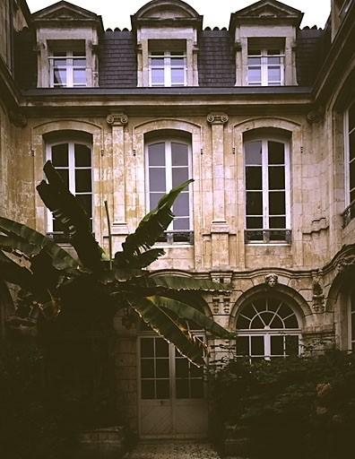 Hôtel Pays de Bourjolly, actuellement chambre de commerce
