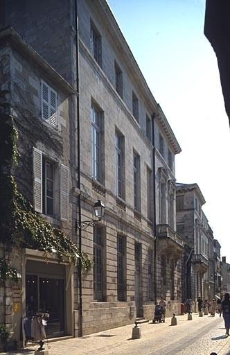 Evêché, puis bibliothèque, actuellement musée et bureaux
