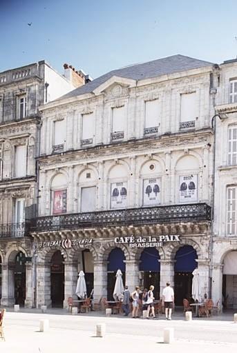 Hôpital Saint-Etienne ; café ; cinéma