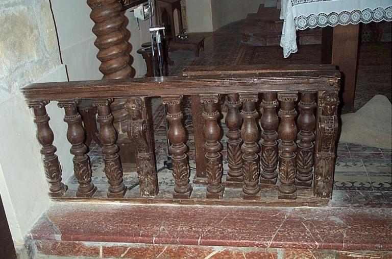 Clôture d'autel (table de communion) ; Présentation des objets mobiliers du prieuré Saint-Sulpice