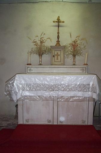 Présentation des objets mobiliers d'une chapelle à Chardat