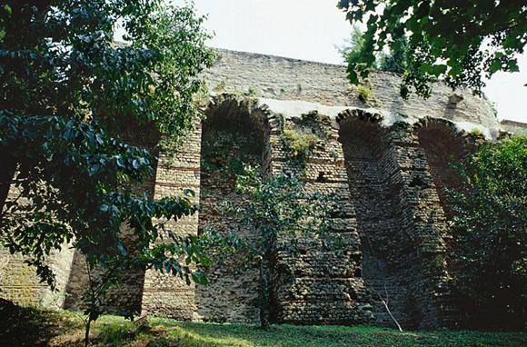 Édifice non identifié (entrepôt) dit les caves gallo-romaines de Lunac.