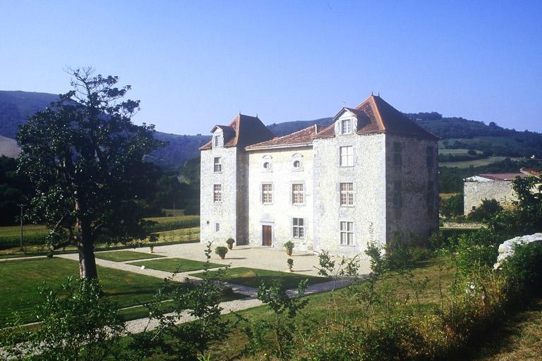 manoir appelé château d'Olce