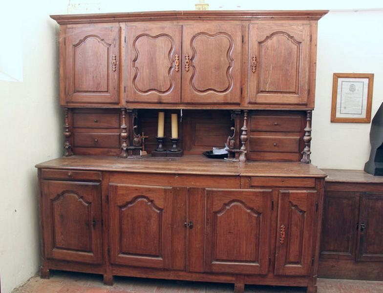 Meuble de sacristie (commode-armoire de sacristie)