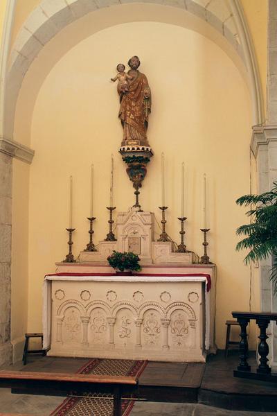 Ensemble de 2 autels, 4 gradins d'autel, 2 tabernacles (autels secondaires de saint Joseph et de la Vierge)