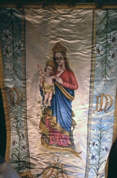 Bannière de procession de Notre-Dame de Maylis et de sainte Thérèse de Lisieux